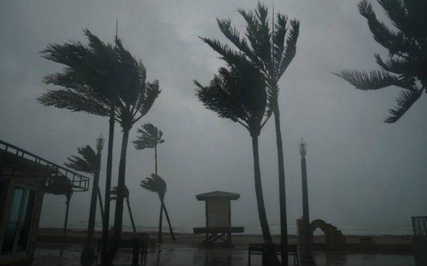 Huracán Irma toca tierra en los Cayos de Florida; hay tres muertos