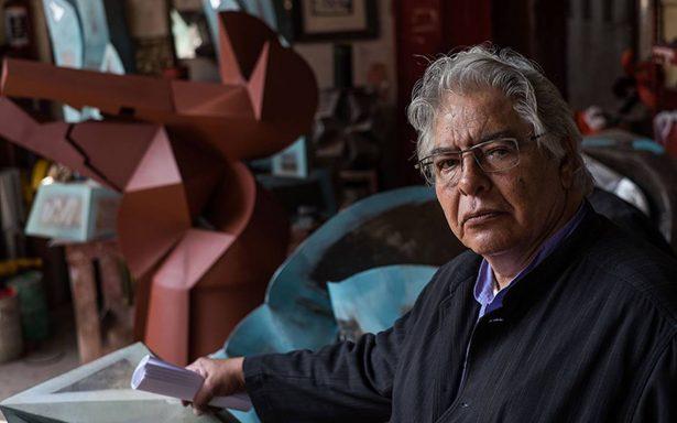 El escultor mexicano Enrique Carbajal recibió un homenaje por sus 50 años de trayectoria