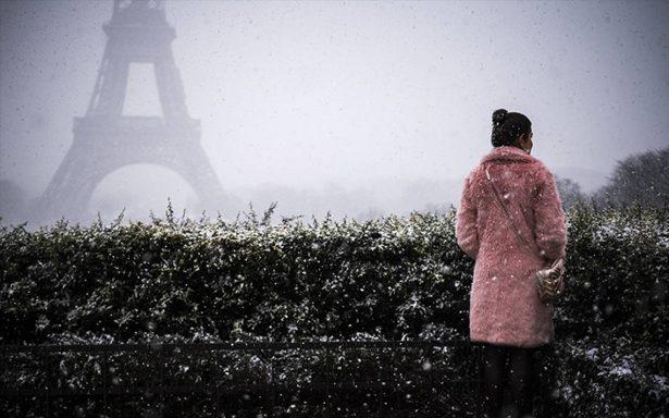 La capital del amor se congela; cierran la torre Eiffel por nevadas