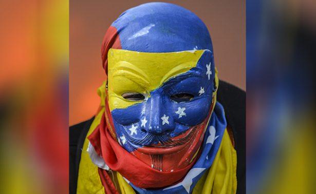 Oposición marcha en Caracas por libertad de expresión tras cierre de televisora