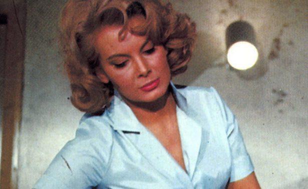 """Muere Molly Peters, la primera """"chica Bond"""" que se desnudó en la pantalla"""