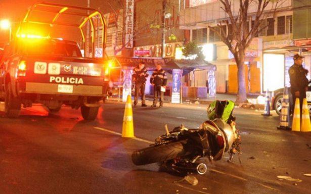 Por evitar alcoholímetro, automovilista arrolla a cuatro policías