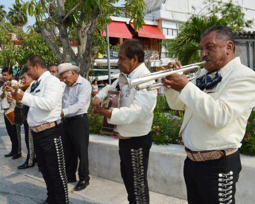 Surge conflicto entre mariachis de la Alameda