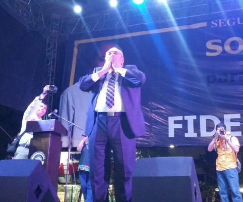Acarreo y caos vial deja informe proselitista de Fidel Demédicis
