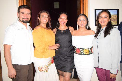 """""""Dos Raíces"""" se integra por: Rafael Vara, Gabriela Ocampo, María Antonieta Nájera, Blanca Eloísa y Jessica Laines."""