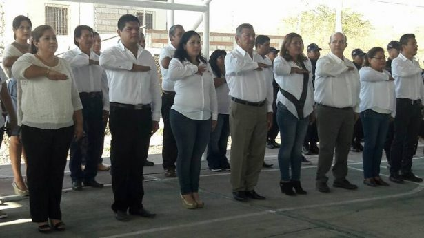 Conmemoran aniversario de  la Constitución con desfile