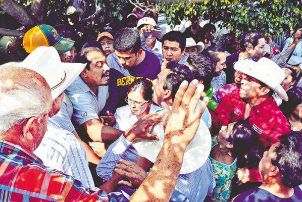 Se retira Antorcha de Sedagro, presionada por campesinos