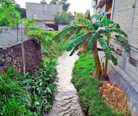 Limpian canal en la colonia Lázaro Cárdenas