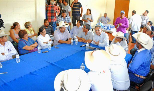 Después una hora de dialogar, la dirigente del Movimiento Antorcha Campesina en Morelos, Soledad Solís Córdova, aceptó retirar el plantón. Foto: FROYLÁN TRUJILLO