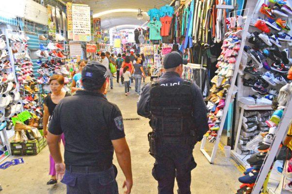 """Comerciantes del Mercado """"Adolfo López Mateos"""" denunciaron que las autoridades han desatendido la seguridad en dicha nave comercial. Foto: HAIDEE GALICIA"""