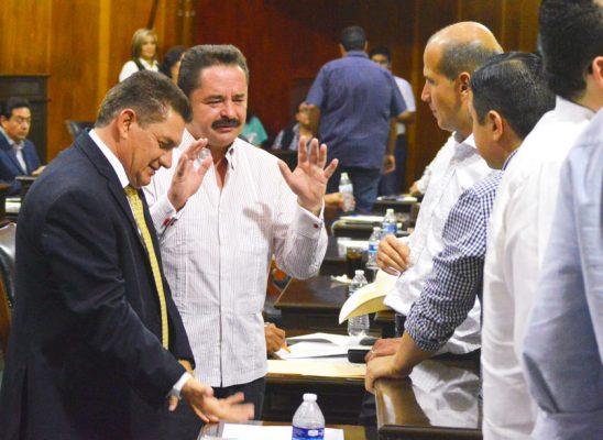 Traiciona Alaniz al PAN y vota  a favor de reforma electoral