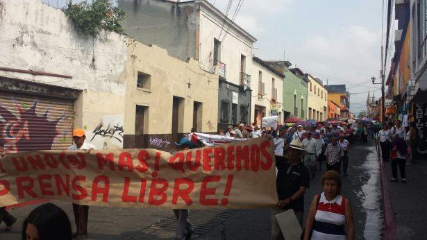 Marchan en solidaridad con el gremio periodístico