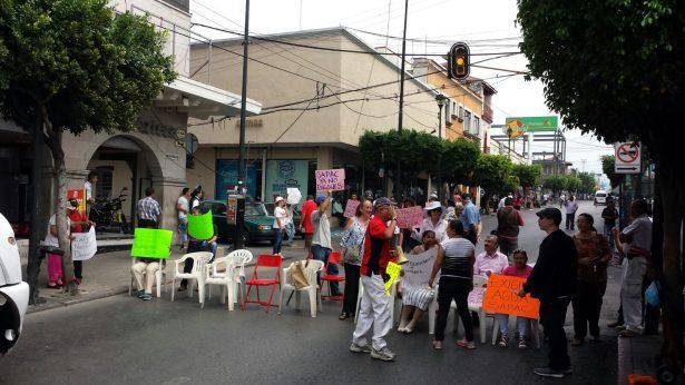 Por falta de agua bloquean calles del centro de Cuernavaca