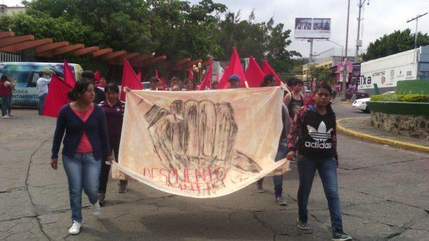 [VIDEO] Marchan estudiantes; exigen descuento en transporte