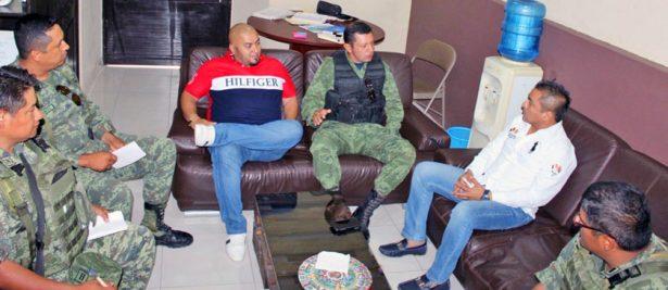 Durante la reunión con elementos del Ejército Mexicano, el alcalde Alfonso Sotelo agradeció el trabajo de la Policía Morelos.