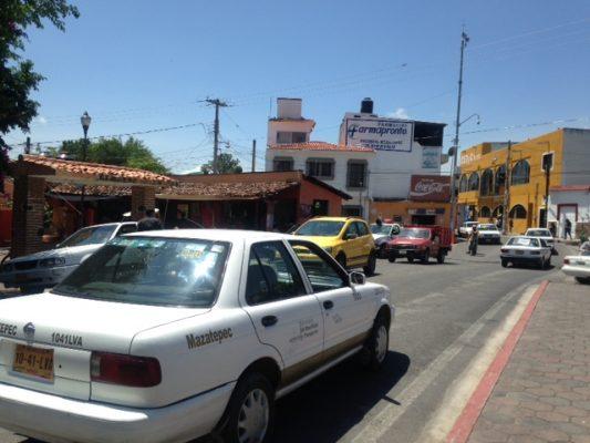 Invasión de taxis, tema  exclusivo de la SMyT: alcaldes