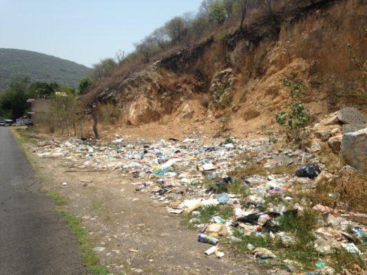 Resurge basurero en la carretera Chiverías-Zacatepec