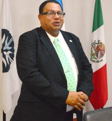 Adalid Medina Reyes, responsable del programa de doctorado de la Universidad Tecnológica de Honduras (UTH).