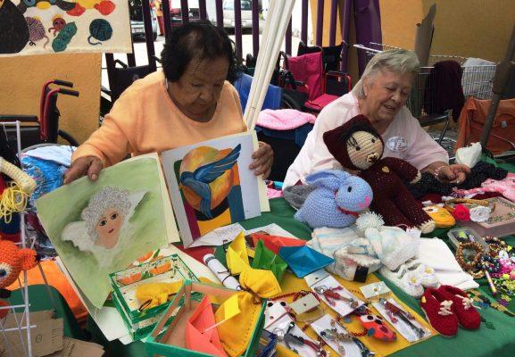 Ancianas viven plenas y venden productos en el Mercado Verde