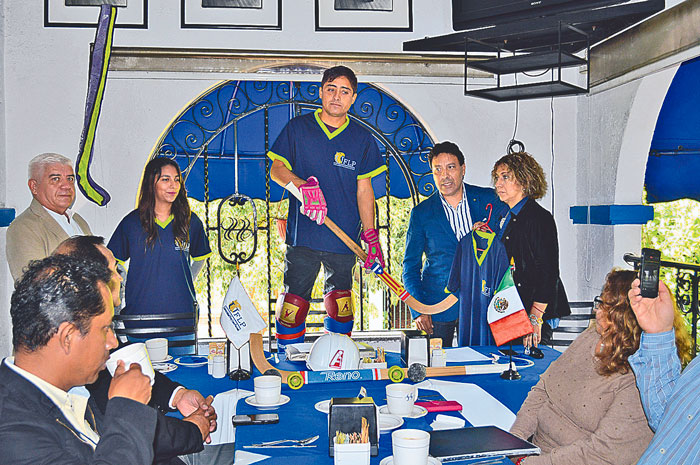 EL EQUIPO de hockey sobre ruedas viajará al mundial, en Chile. Foto: Roger Mixcoac