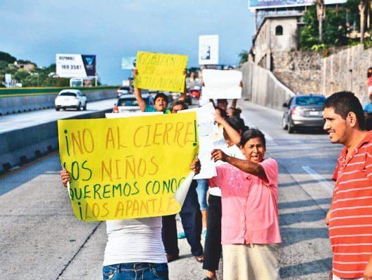 Comparece Ruiz Esparza por socavón en Paso Express