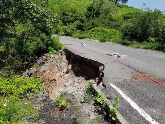 Se deslava carretera en Jojutla