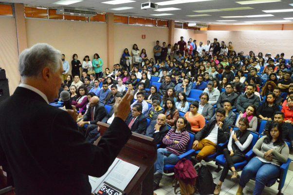 Pide Valadés limpiar los nombres de universidades