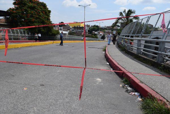 Continúa restringido el paso sobre el Puente Ayuntamiento 2000