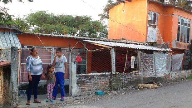 Viven con miedo, pero se rehúsan a dejar su casa