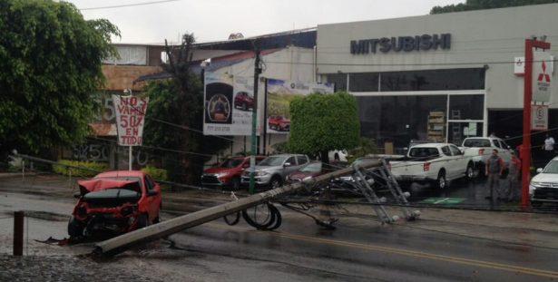 Cierran Av. Río Mayo por percance automovilístico
