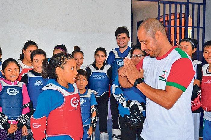 Sophia Dalay Jorge agradece ser reconocida por sus esfuerzos deportivos; con doble mérito, al ser su entrenador, el profesor Fernando Salgado, ganador del PED como Mejor Entrenador del año.