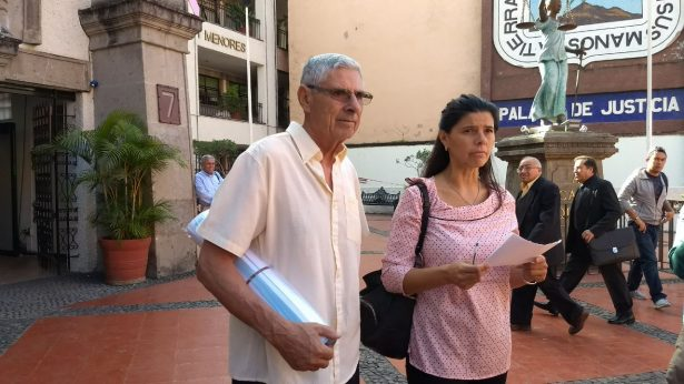 Defienden a profesor de la UAEM acusado de abuso