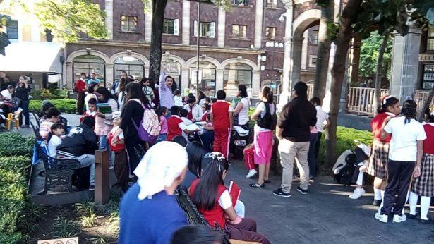 [VIDEO] Alumnos toman clases en Plaza de Armas
