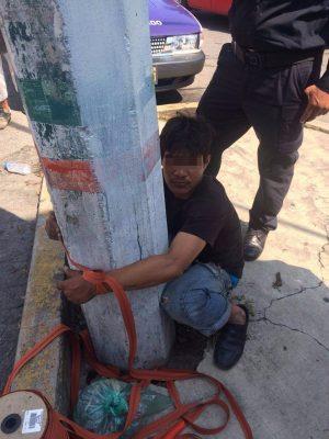 Amarran a un poste a presunto ladrón en Cuernavaca