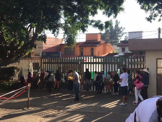 Protestan padres de familia en el IEBEM