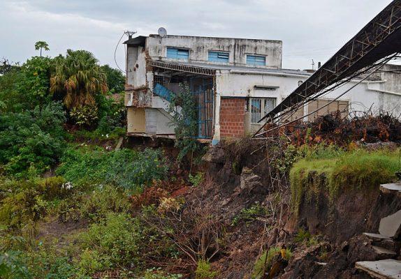 Queda prohibido reconstruir en zonas de riesgo