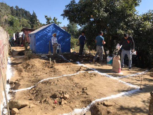 Se unen para edificar viviendas en Hueyapan