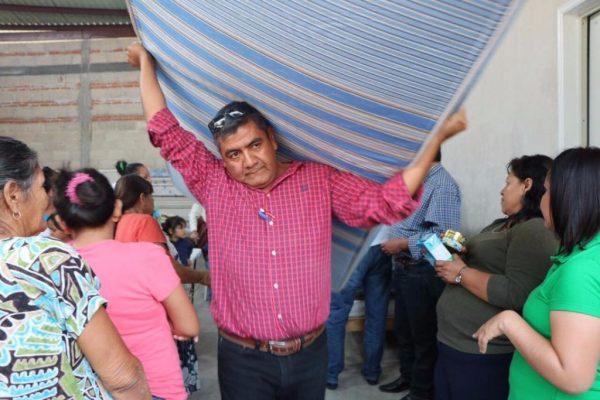 Donan colchones en Santa Rosa 30 de Tlaltizapán