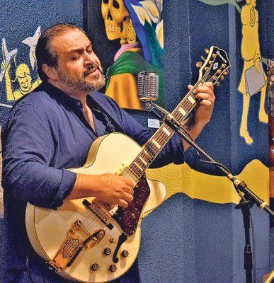 """César González """"Chico""""."""