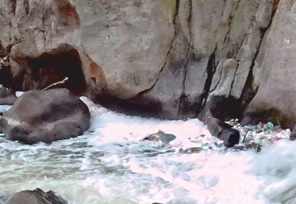Encuentran cadáver flotando en el Apatlaco