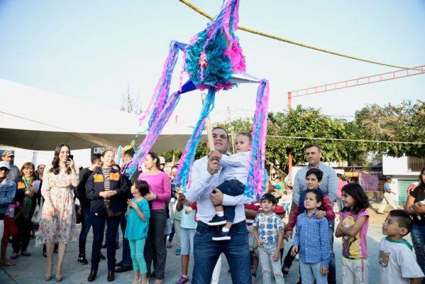 Celebra el alcalde con niños de La Mojonera