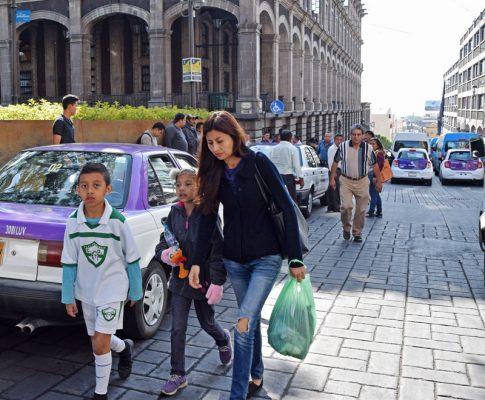 Provocan transportistas caos vial en el centro