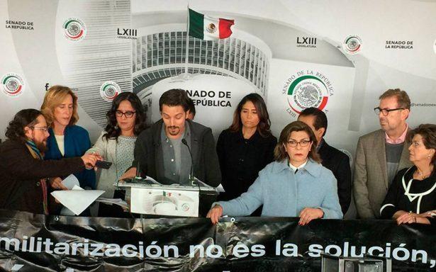 Diego Luna ingresa al Senado y pide cordura para Ley de Seguridad Interior