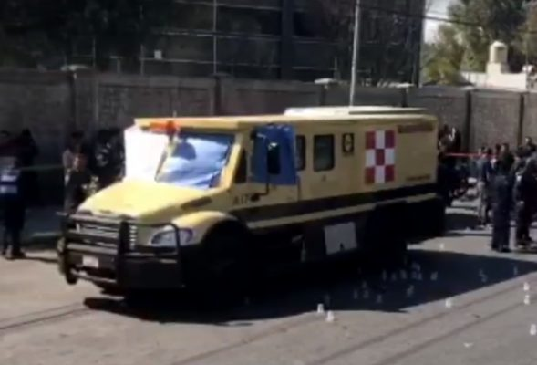 [VIDEO] Tres muertos en asalto a camioneta de valores