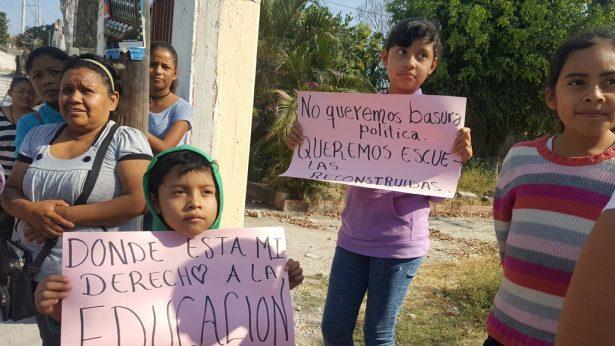 Protestan por rezago de clases en Huatecalco