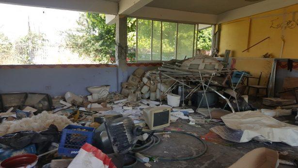 Abandonada, la biblioteca de Tlaquiltenango