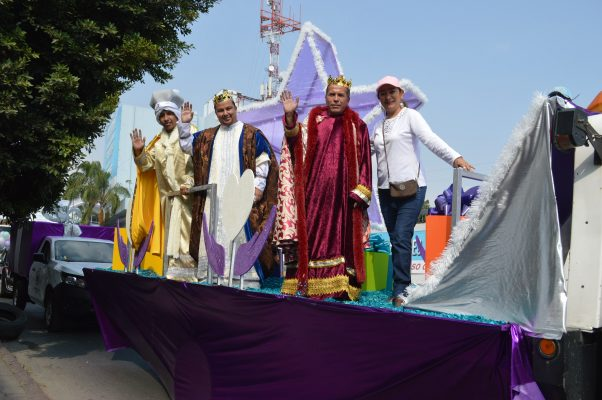 Encabezan Reyes Magos recorrido por Cuernavaca