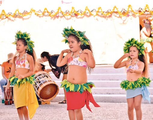 Inician año con baile polinesio