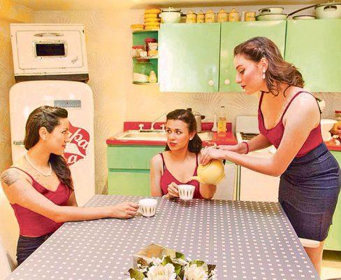 Alitzel, Mariana y Marijose se caracterizan por vestir de acuerdo a la moda de los años cuarenta.