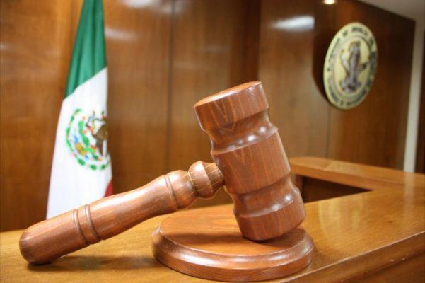 EUA entrega a México a dos prófugos